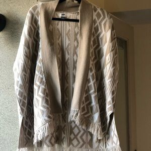 Old Navy Tan and White Aztec Print Open Poncho